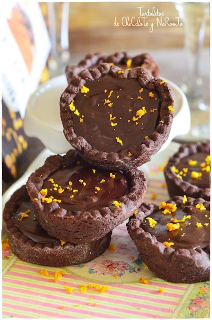 Tartaletas de chocolate y naranja