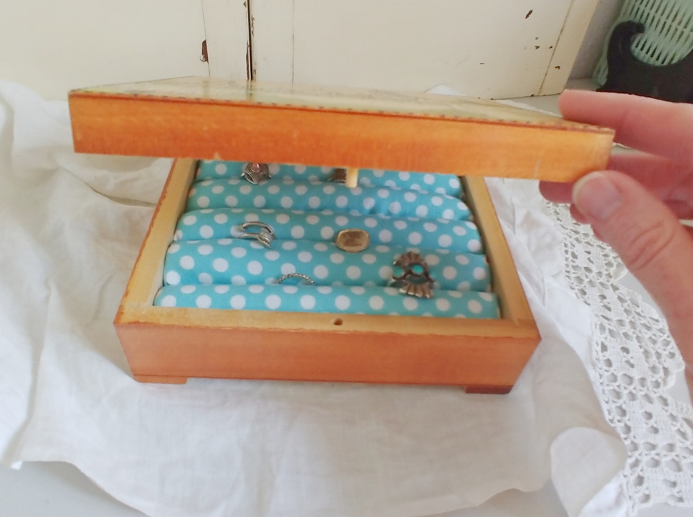 Easy DIY ring box