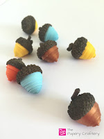 http://www.thepaperycraftery.com/quilling/quilling-paper-acorns/