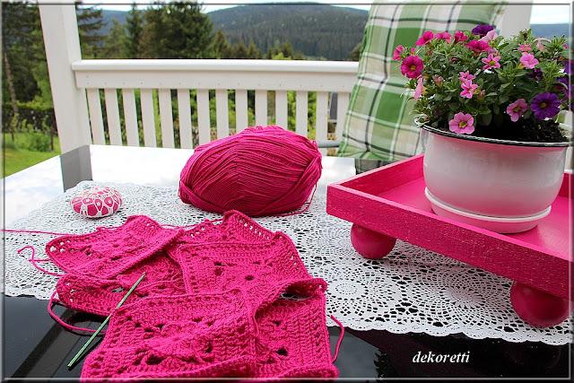 dekoretti s welt eine h keldecke in der farbe fuchsia. Black Bedroom Furniture Sets. Home Design Ideas