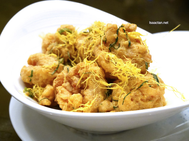 Wok Fried Prawns with Salted Egg Yolk, Fresh Curry Leaves and Chili