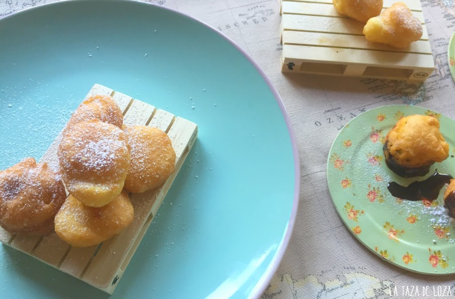 buñuelos-rellenos-y-sin-rellenar-con-azúcar-glas