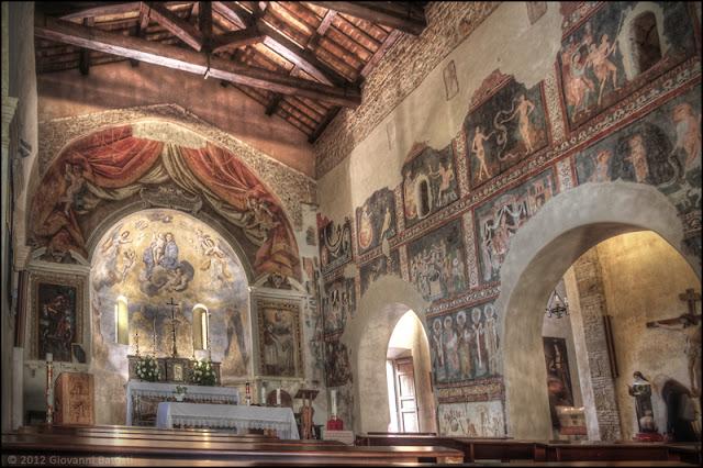 Fotografia della navata centrale della Chiesa dell'Immacolata Concezione a Ceri