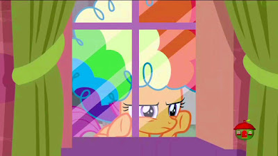 Scootaloo peering in at a window, wearing a rainbow wig