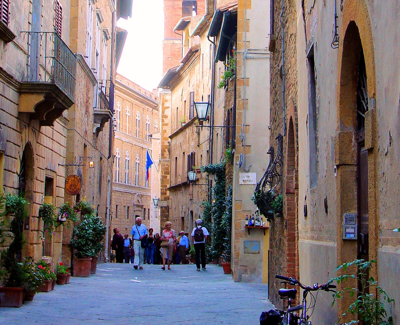Window Styles Guided Tour To The Tuscan Hilltop Town Of Pienza Italy