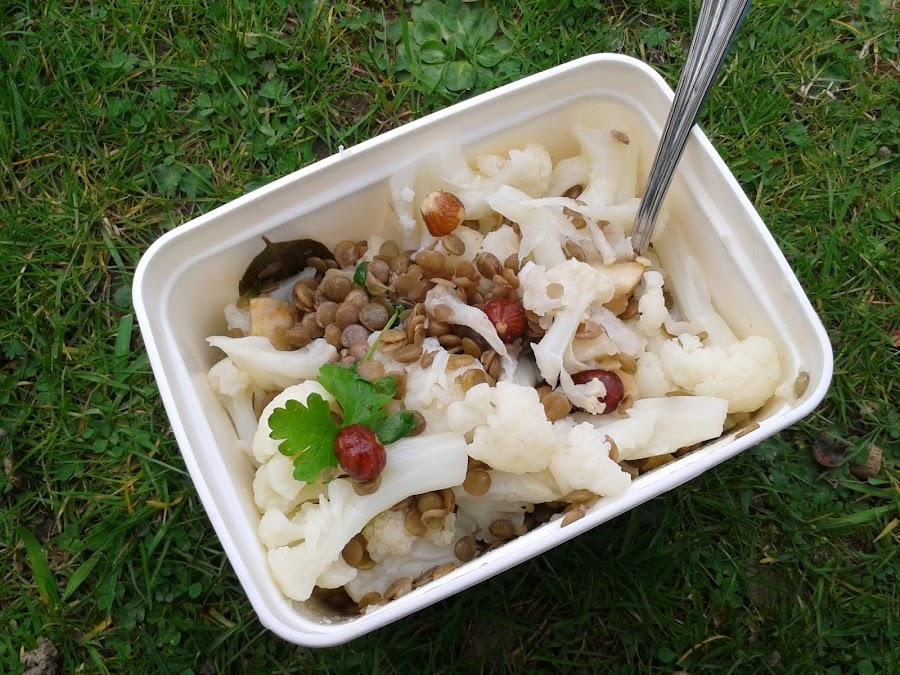 coliflor con lentejas y avellanas
