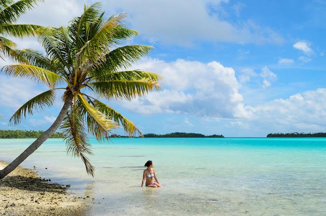 Bora Bora beach - horizon - beautiful day at bora bora