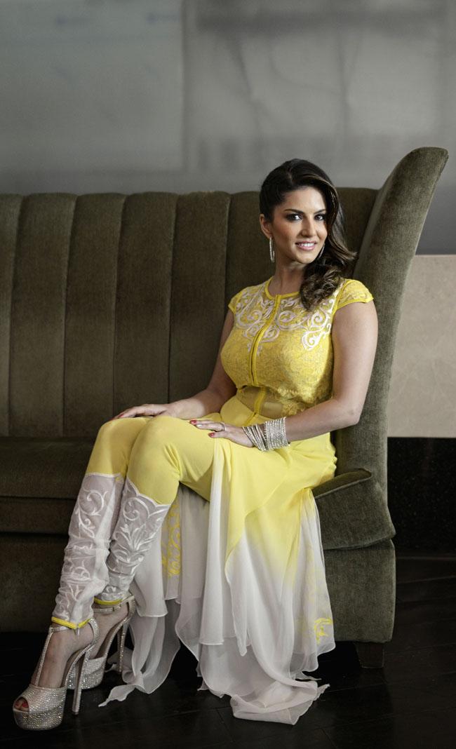 sunny-leone-in-sari