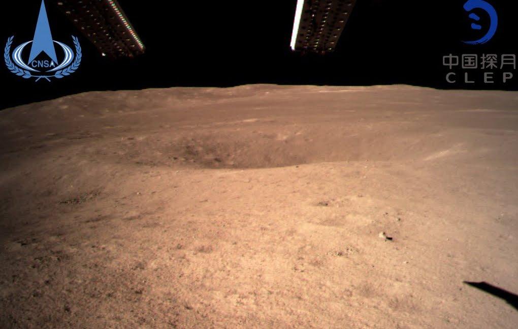 Spazio, storico allunaggio della sonda cinese sul lato oscuro della Luna - PRIMA FOTO.