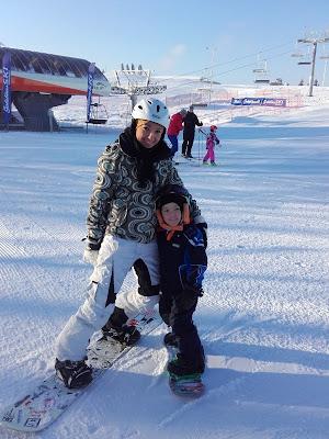 Snowboardowy czterolatek