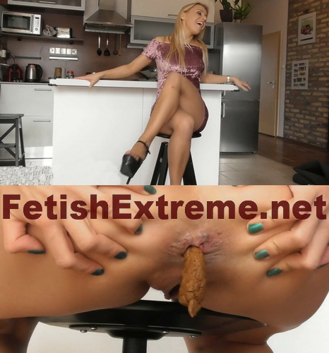 Woman in a dress pooping in the kitchen (Pooping fetishextreme 340-345)