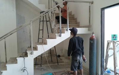 Menggunakan Jasa Tukang Bangunan