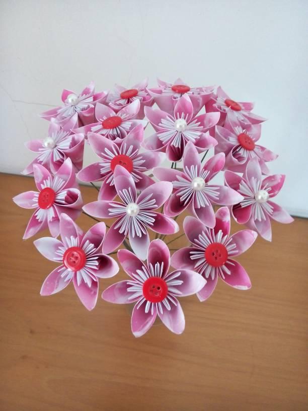 Jika anda ingin membuat bunga yang ukurannya lebih besar lagi anda hanya  perlu menambahkan kertas yang berukuran yang lebih besar lagi untuk membuat  bunga ... 7efa9851ad
