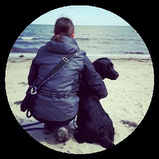 Loki und Katarina am Strand