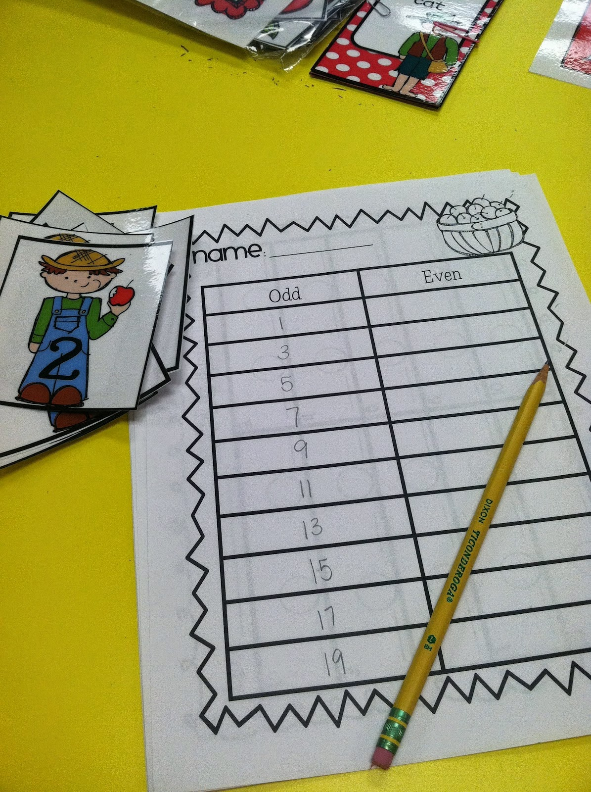 Life In First Grade Amelia Bedelia S First Apple Pie Craftivity And More Apple Activities