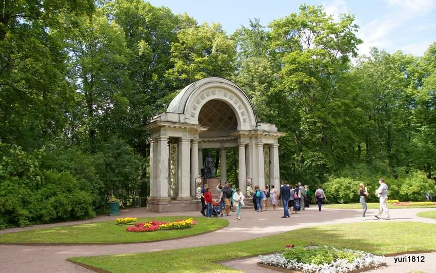 Павильон Росси в Павловском парке