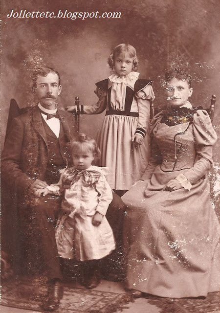 Family possibly from Shenandoah, Page County, Virginia late 1800s early 1900s