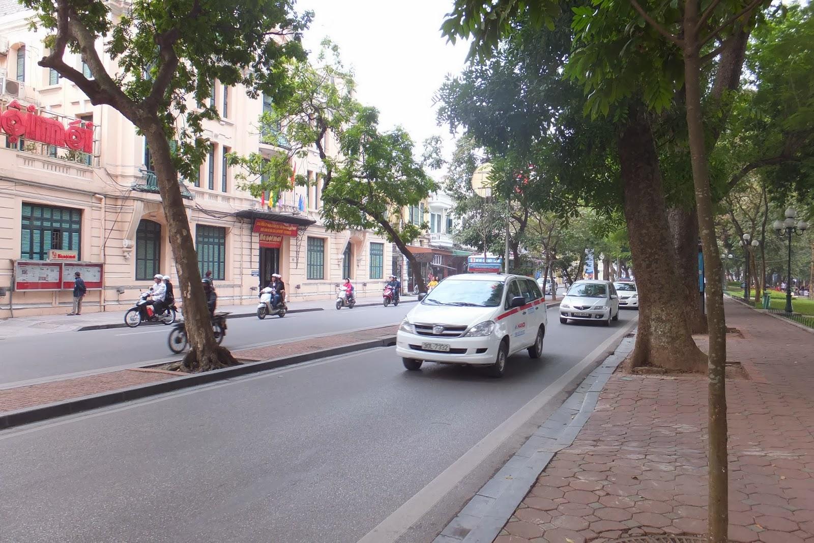 ベトナムのタクシー Vietnam-taxi-group-innnova