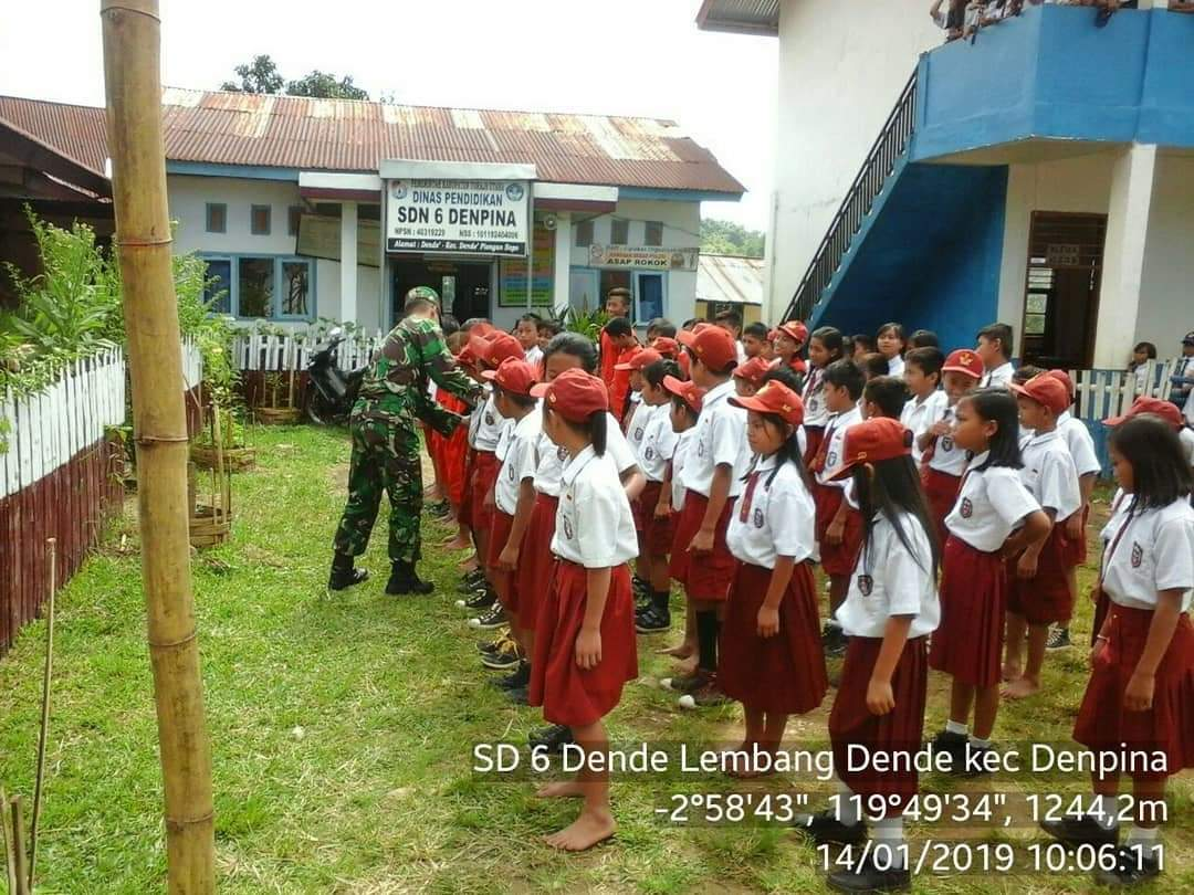Beri Latihan Baris-berbaris di SD 6 Denpina, Siswa: Terima Kasih Pak TNI