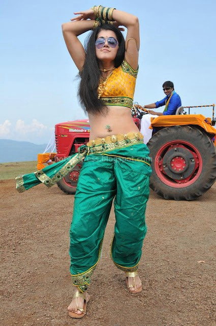 Tapsee showing her hot Deep navel