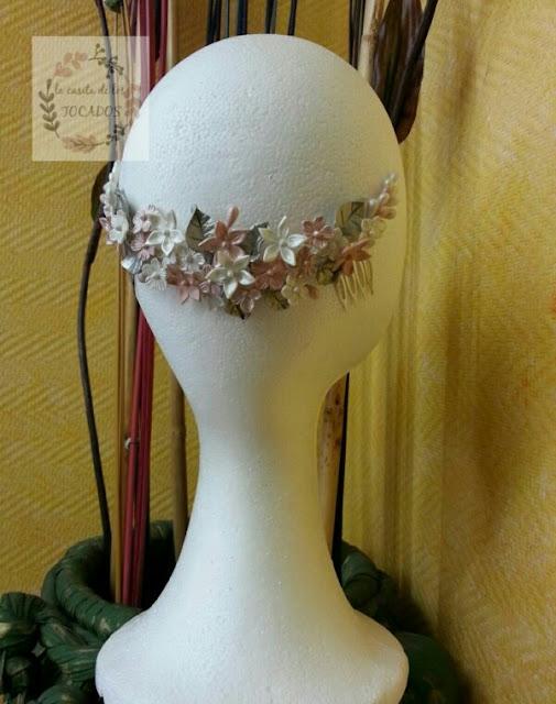 semicorona romántica para novia realizada en porcelana fría
