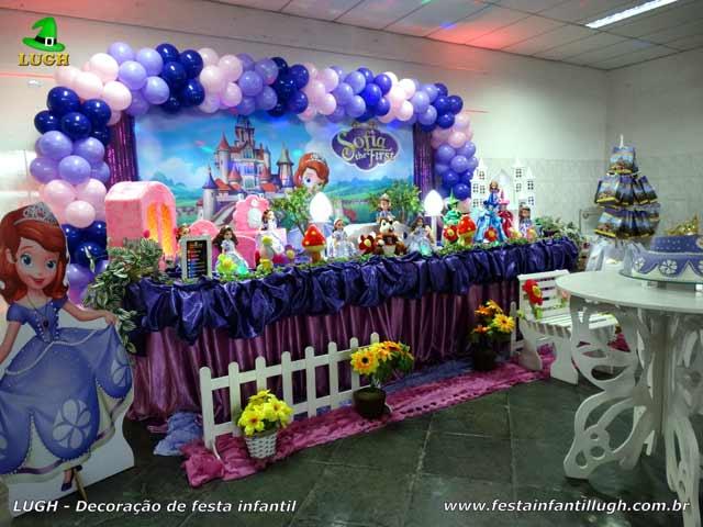 Decoração festa de aniversário Princesa Sofia - Mesa temática tradicional luxo forrada com tecido