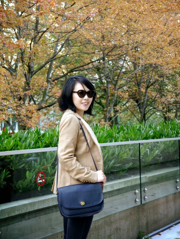 Fall weekend casual: Cat-eye shades, camel blazer, skinny black jeans, vintage Coach bag
