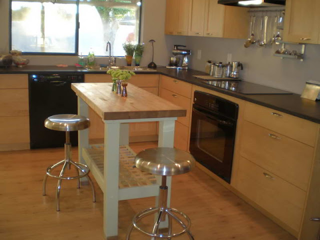 Make your Kitchen Spacious with Small Kitchen Tables Make your Kitchen Spacious with Small Kitchen Tables 15