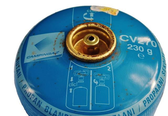 Gasbehållare från Franska Campingaz har en anslutning med så kallad bajonettfattning istället för gängning
