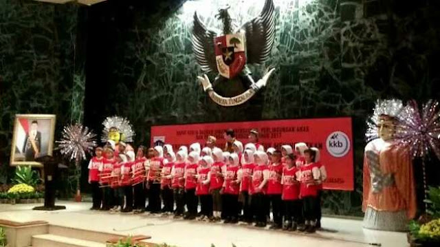 Anak-anak Berjilbab Saat Nyanyi Kartini, Ahok Kecewa Karena Harusnya Pakai Sanggul