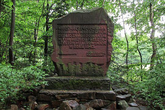 Obelisk ku pamięci zamordowanych przez faszystów hitlerowskich.