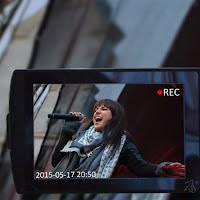 Koncerty - fani robią zdjęcia, telefony na koncercie, nagrywanie telefonem