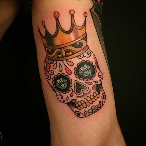 crown tattoo with skull kurukafalı taç dövmesi