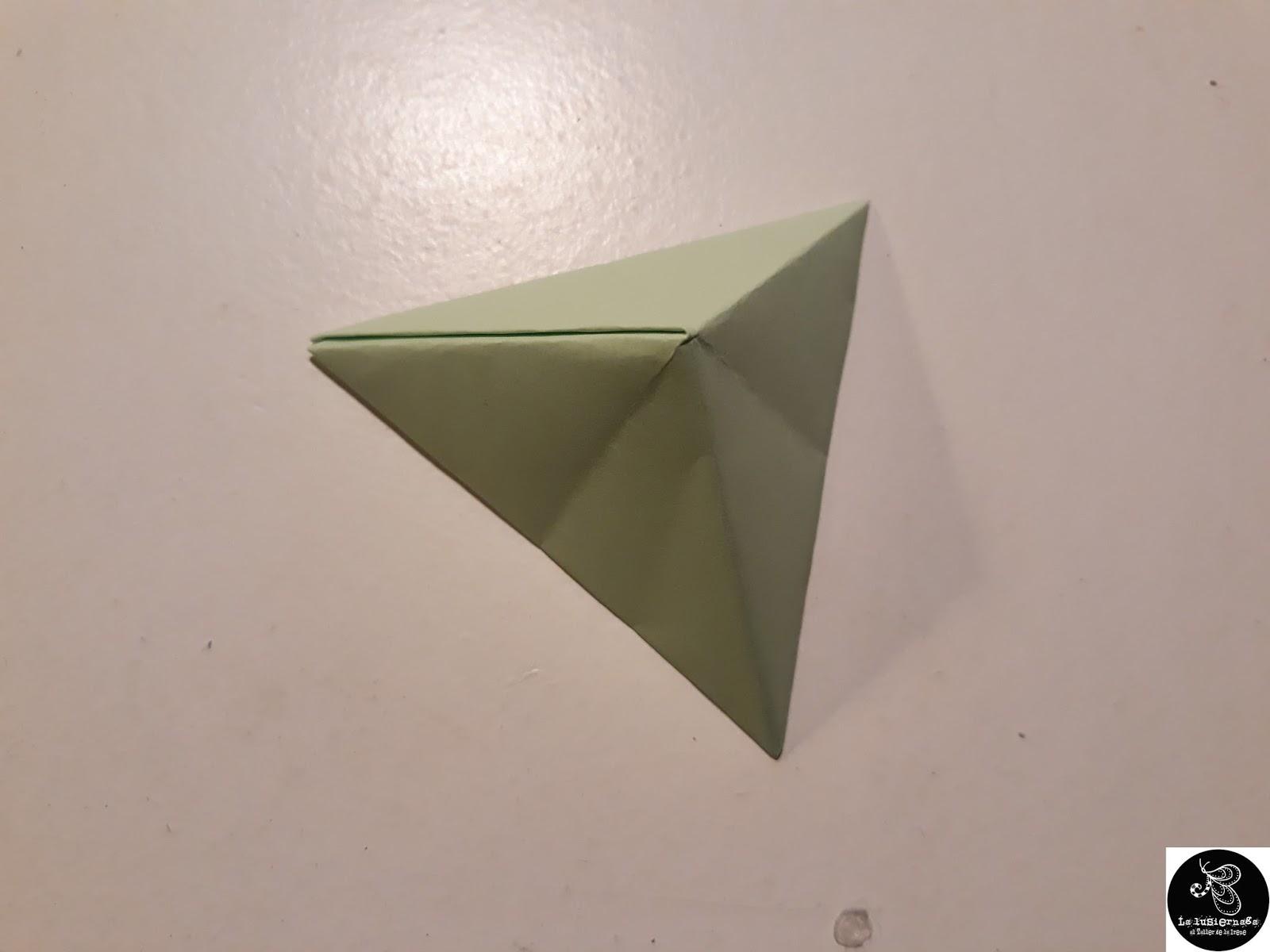 c5f4cc2eab37 Aquí tens el resultat del què és possible fer amb uns quants fulls de paper.  Recorda que RECICLANT REVISTES també!
