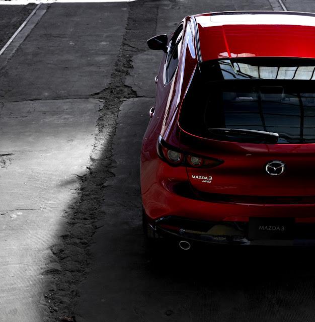 マツダ 新型アクセラ(Mazda3)ハッチバック リア