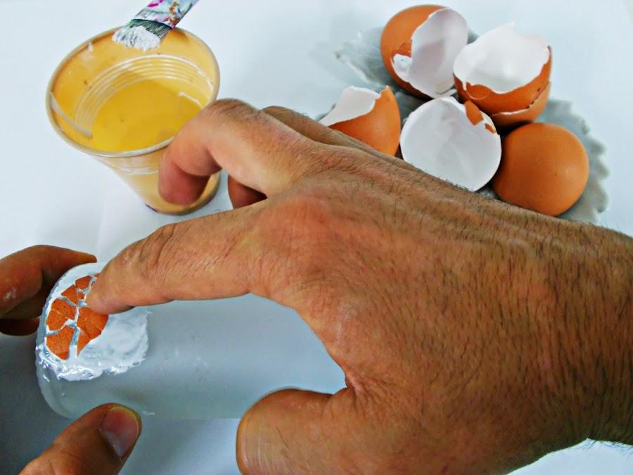 DIY-ideas decoración-reciclaje-diogeneras-botella-cristal-vidrio-cáscaras de huevo-decoupage-2