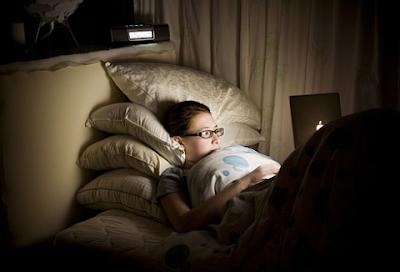 thức khuya, cú đêm, nghiệm máy tính, laptop, ngủ muộn, cày game, làm việc khuya
