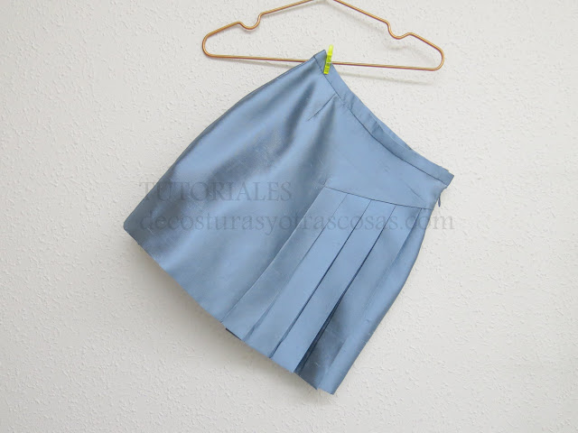 falda con pliegues