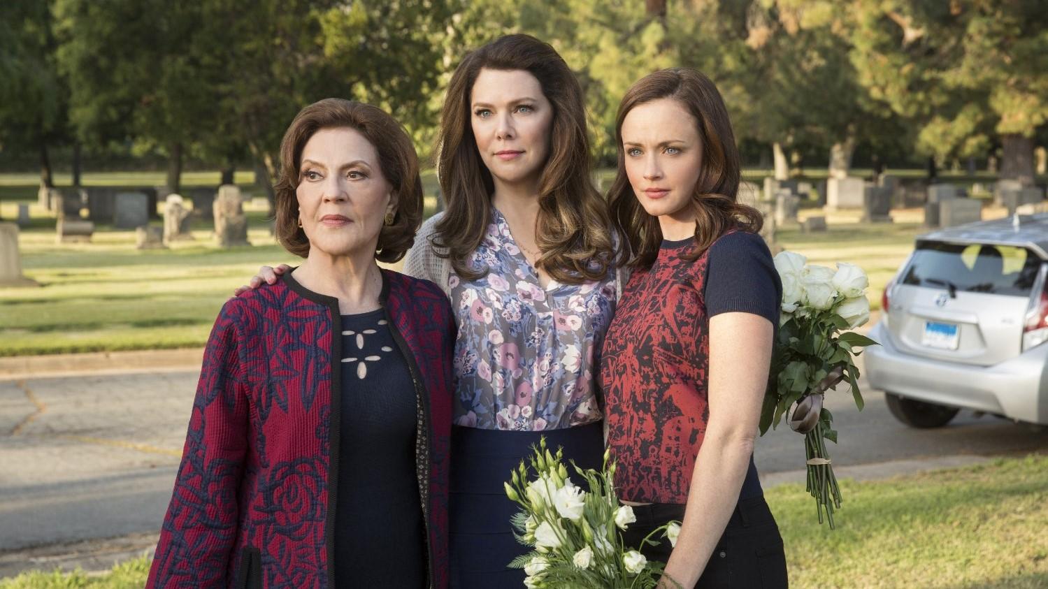 Emily, Lorelay y Rory Gilmore visitando la tumba de Richard