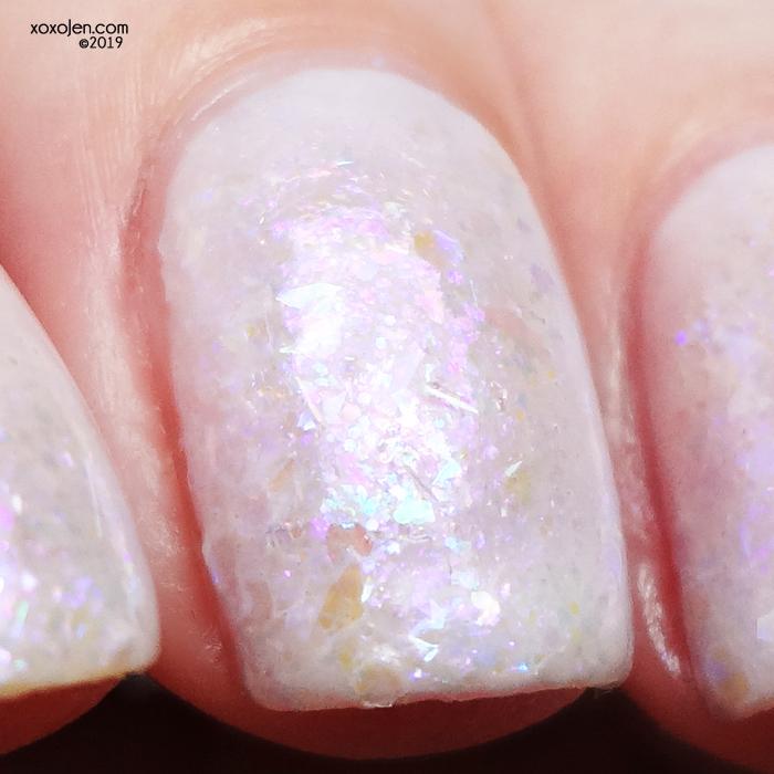 xoxoJen's swatch of Lilac Iridescence