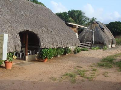 Carbets avec toit en paille