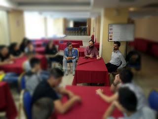 Τα παιδιά κάνουν ερωτήσεις στο Βαγγέλη και τον Παναγιώτη