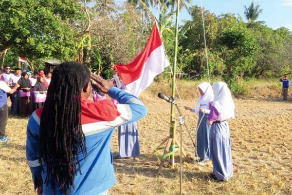 Upacara 17 Agustus di posko pengungsian Peduli Gempa Lombok