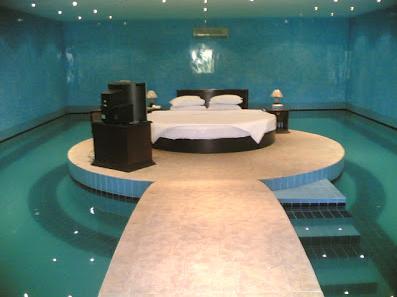 desain kamar tidur kolam