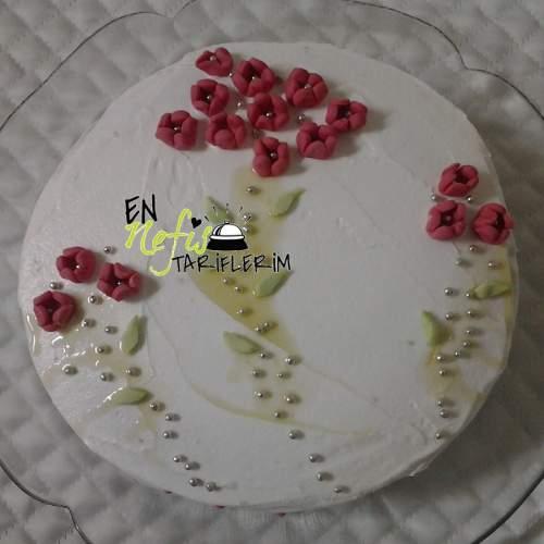 Çiçekli Yaş Pasta Tarifi