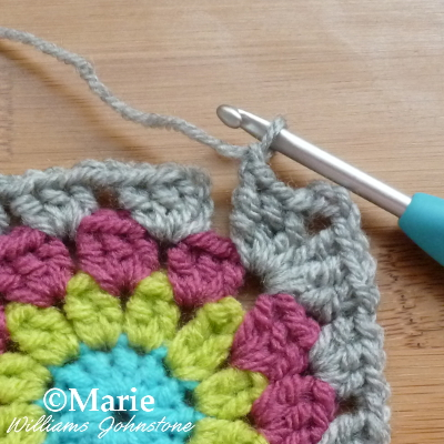 Finishing the corner area with yarn and hook