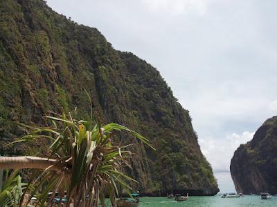 """<a href=""""url gambar""""><img alt=""""maya bay phi phi islands"""" src=""""urlgambar"""" title=""""maya bay phi phi islands"""" />"""
