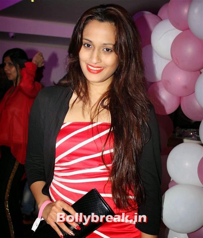 Shweta Pandit, Hot Amisha Patel in White Dress at Desi Magic Poster Launch