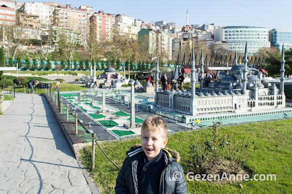 Sultanahmet meydanı yanında oğlum, Miniatürk