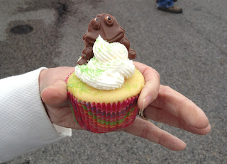 vanilla cupcake with icing and chocolate frog